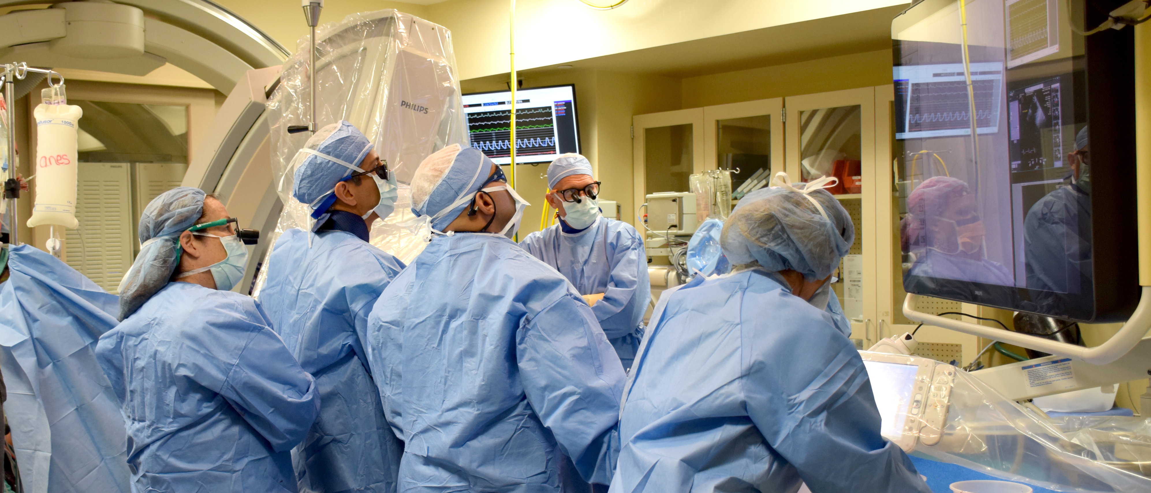 Dr. Haghighat and Dr. Patel collaborate with cardiothoracic surgeons from the Bay Medical Valve Program during a TAVR procedure